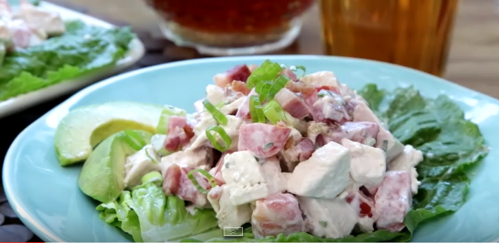 Video Ensalada De Pollo Con Tocineta, Lechuga Y Tomate